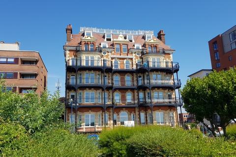 2 bedroom penthouse for sale - Hamilton Gardens, Felixstowe