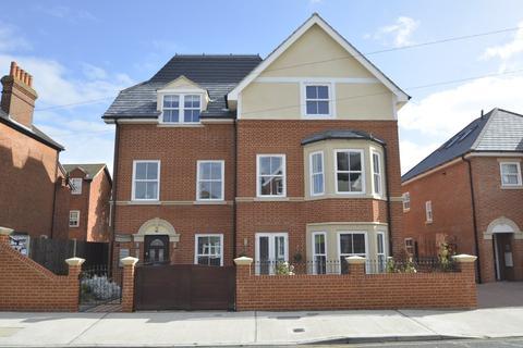 2 bedroom ground floor flat for sale - Leopold Road, Felixstowe