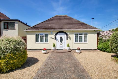 2 bedroom detached bungalow for sale - Botley Road, Sholing