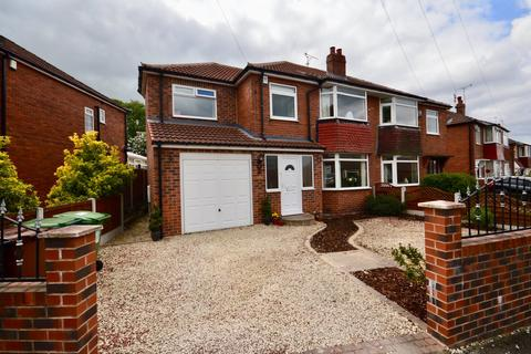 4 bedroom semi-detached house for sale - Hollyshaw Crescent, Leeds, West Yorkshire