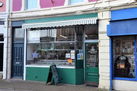 Property to rent - Lock up shop in the heart of Clevedon Triangle