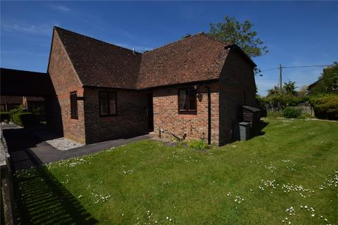 2 bedroom bungalow for sale - Highfield Court, Burghfield Common, RG7