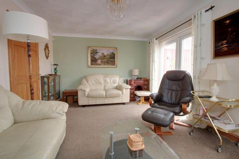 2 bedroom bungalow for sale - Walnut Close, Wisbech St Mary