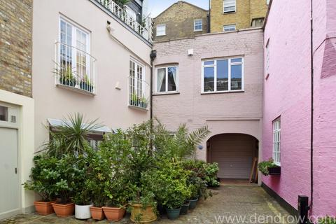 3 bedroom mews to rent - Conduit Mews