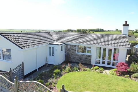3 bedroom detached bungalow for sale - Trelawney Close, Launceston