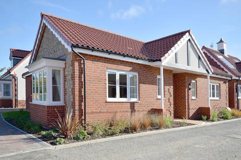2 bedroom detached bungalow for sale - McCarthy & Stone Development, Wymondham