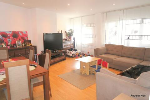 3 bedroom apartment for sale - Staines Road, Feltham