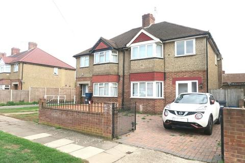 3 bedroom semi-detached house for sale - Spinney Drive, Bedfont