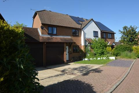 3 bedroom end of terrace house for sale - Reedmace Close, Ashford