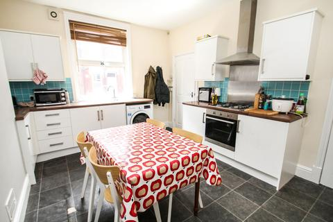 4 bedroom end of terrace house to rent - ALL BILLS INCLUDED Harold Grove, Hyde Park