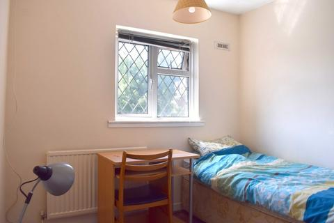 3 bedroom house share to rent - Amberley Drive, Hove