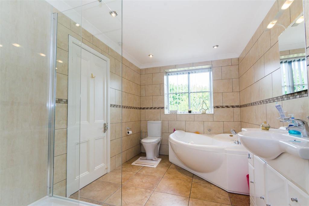 Bedroom two/jack 'n jill bathroom