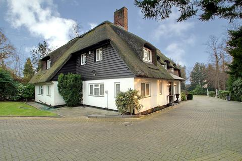 5 Bedroom Detached House For Sale Pinner