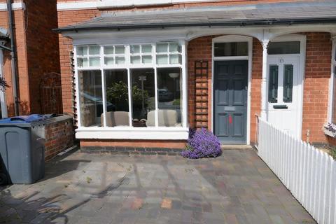4 bedroom semi-detached house to rent - Wentworth Road, Harborne, Birmingham B17