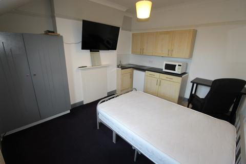 Studio to rent - Flat 7 Holyhead Road, Coundon, Coventry, CV1 3AA