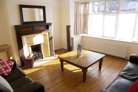 2 bedroom semi-detached house to rent - Castle Grove Avenue, Leeds