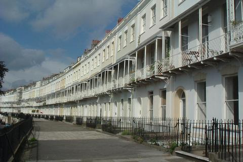 1 bedroom flat to rent - Royal York Crescent, Clifton