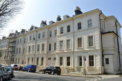 Studio to rent - Norfolk Terrace, Brighton, BN1 3AD