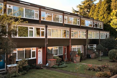 3 bedroom maisonette to rent - Leaf Close Northwood HA6