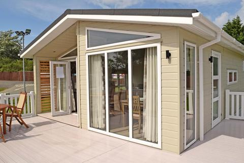 2 bedroom mobile home for sale - Nodes Point Holiday Park, St Helens, Isle of Wight, PO33 1YA