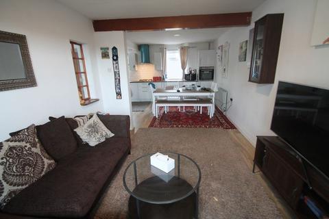 3 bedroom semi-detached house to rent - Honeycroft Hill, Uxbridge, UB10