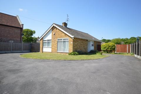 2 bedroom detached bungalow for sale - Bromley Road, Colchester