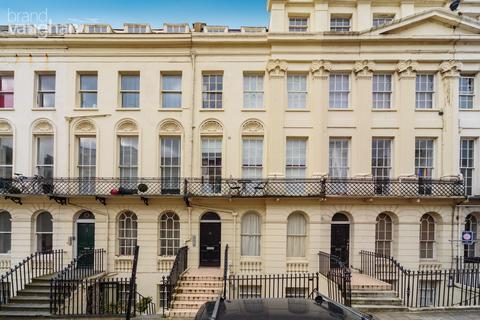 Studio to rent - Oriental Place, Brighton, BN1