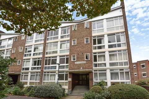 Studio to rent - Dryden Court  Renfrew Road SE11