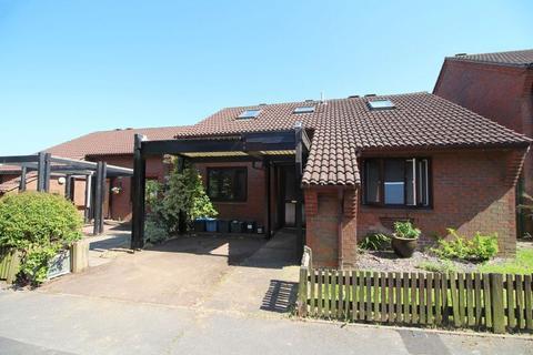 3 bedroom detached bungalow for sale - Lynscott Way, South Croydon