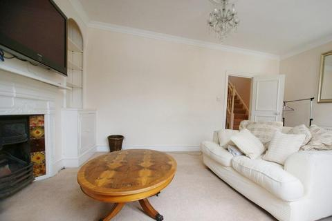 3 bedroom flat to rent - Lysia Street, Fulham, London, SW6 6NF