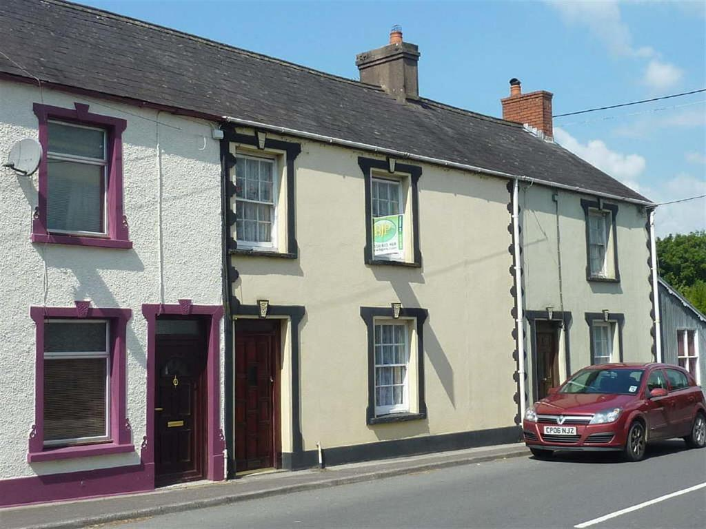 3 Bedrooms Terraced House for sale in Church Street, Llangadog