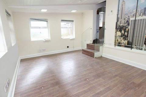 1 bedroom ground floor flat to rent - Green Lanes, Palmers Green (Inclusive of all bills except electric) N13