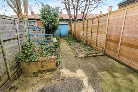 2 bedroom flat to rent - Lyndhurst Road, Wood Green  N22
