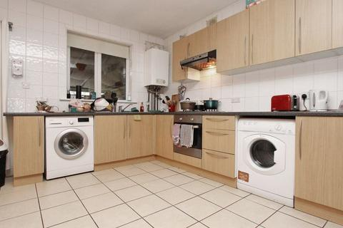 4 bedroom semi-detached house to rent - Devonia Gardens, Palmers Green