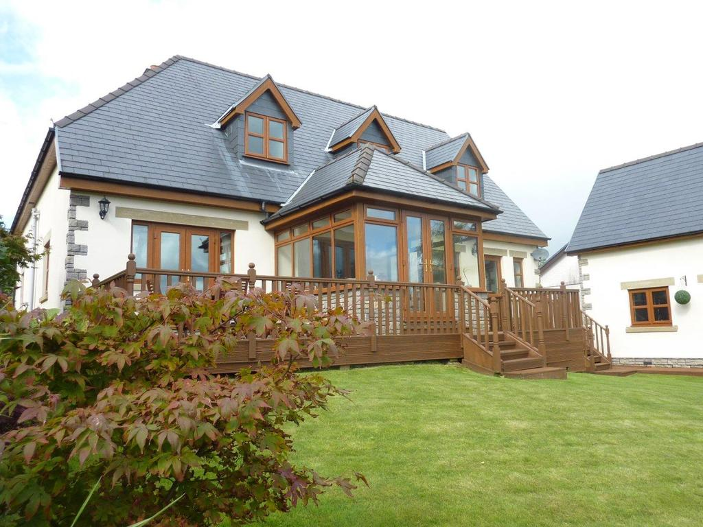 4 Bedrooms Detached House for sale in Waunfarlais Road, Llandybie, Ammanford