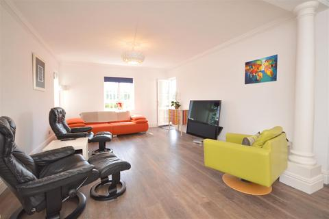 2 bedroom flat for sale - St. Monica's Road, Kingswood