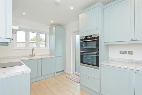 2 bedroom detached bungalow for sale - Sunningdale Road, Chelmsford