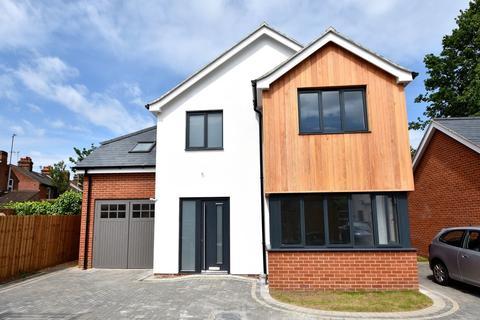 4 bedroom detached house for sale - Tuddenham Avenue, Ipswich, IP4 2HE