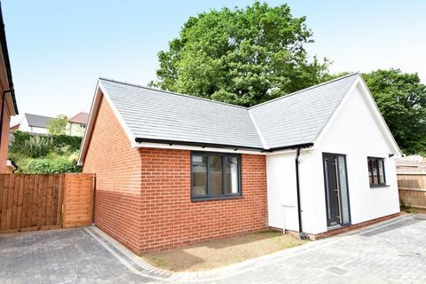 2 bedroom detached bungalow for sale - Tuddenham Avenue, Ipswich, IP4 2HE