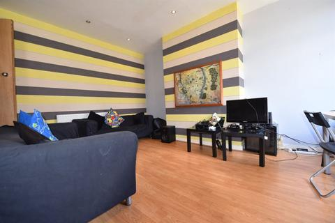 4 bedroom house to rent - Stanmore View, Leeds