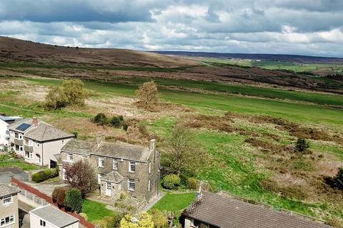 5 bedroom detached house for sale - Moorfield House, Heaton Close, Baildon, Shipley, BD17 5PL