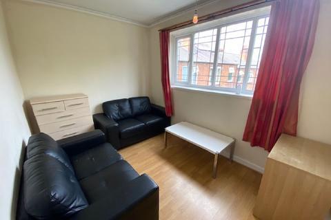 2 bedroom flat to rent - Weoley Court,, Birmingham, West Midlands, B29