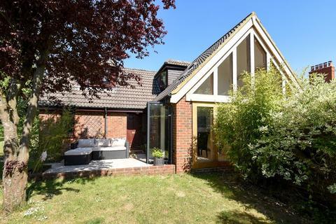3 bedroom detached house for sale - Kennel Lane, Littleton, Winchester