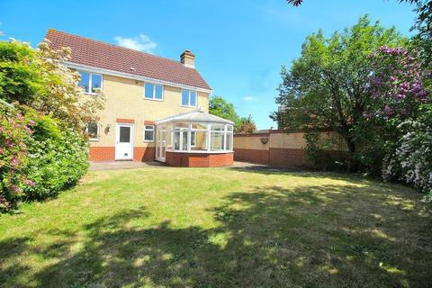 4 bedroom detached house for sale - Waterson Vale, Chelmsford, Essex, CM2
