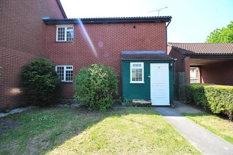 3 bedroom end of terrace house for sale - Bounderby Grove, Chelmsford, Essex, CM1