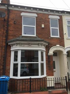 3 bedroom terraced house to rent - Queensgate street, Hull HU3