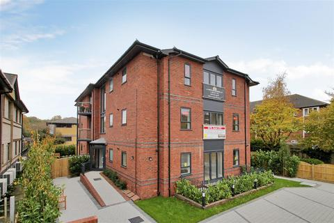 3 bedroom flat for sale - Hortons Way, Westerham