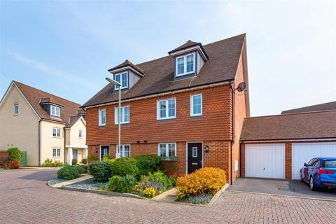 4 bedroom semi-detached house for sale - Newman Road, Horley