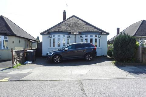 2 bedroom detached bungalow for sale - The Drive, Chelmsford