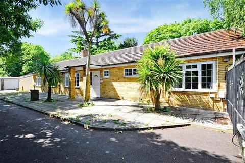 5 bedroom detached bungalow for sale - Valentines Road, Ilford, Essex